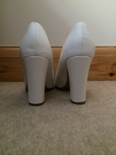 F ( Tesco) white block heel court shoes